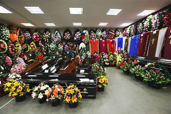 Венок ритуальный искусственные цветы 140см 15